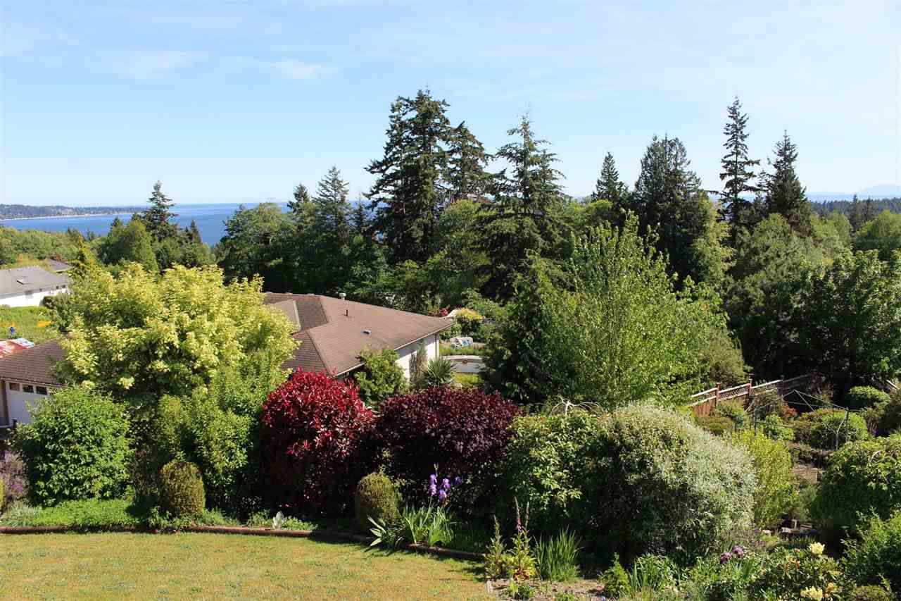 "Photo 7: Photos: 6225 SUNRISE Boulevard in Sechelt: Sechelt District House for sale in ""WEST SECHELT"" (Sunshine Coast)  : MLS®# R2067064"