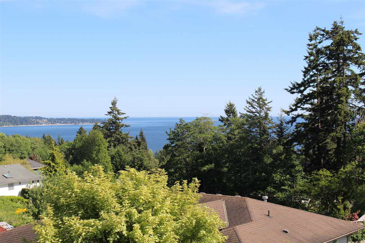 "Photo 8: Photos: 6225 SUNRISE Boulevard in Sechelt: Sechelt District House for sale in ""WEST SECHELT"" (Sunshine Coast)  : MLS®# R2067064"