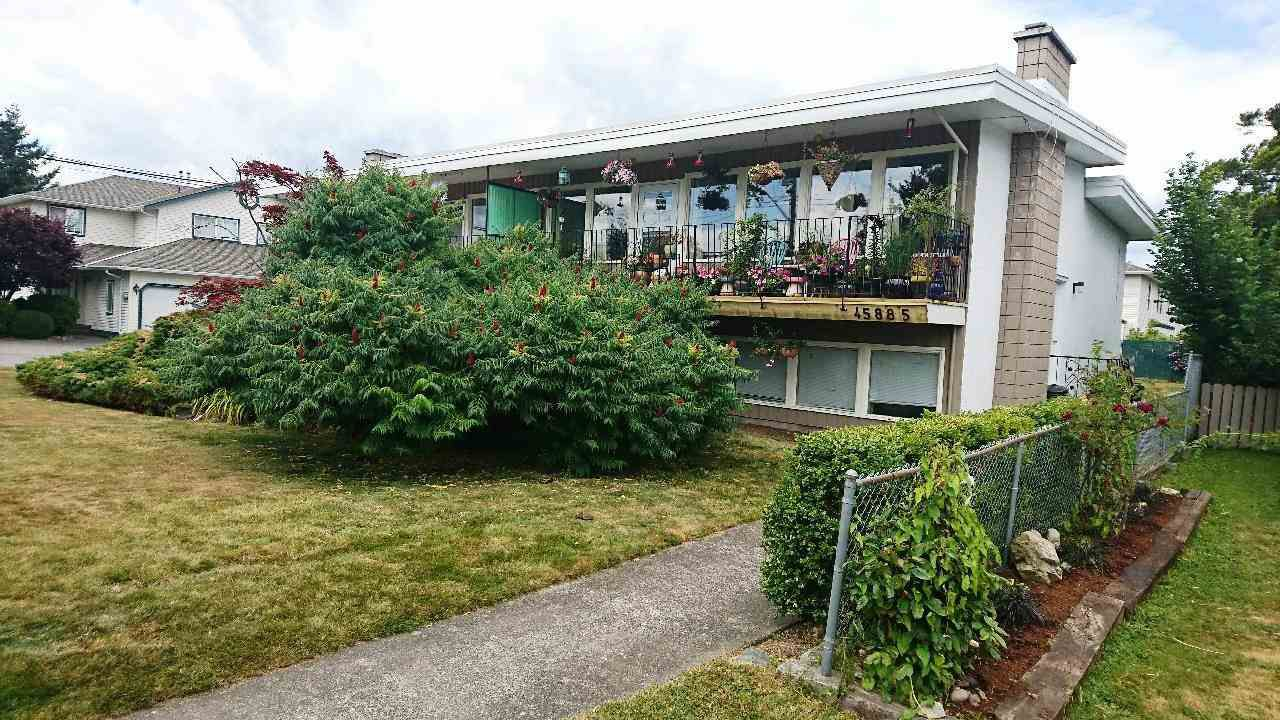 Main Photo: 45881 LEWIS Avenue in Chilliwack: Chilliwack N Yale-Well House Fourplex for sale : MLS®# R2189424