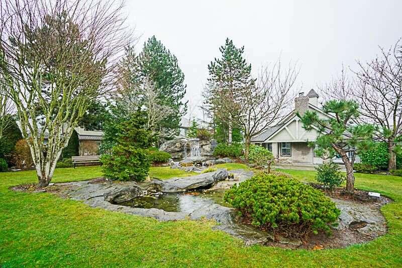 """Main Photo: 63 15860 82 Avenue in Surrey: Fleetwood Tynehead Townhouse for sale in """"OAK TREE"""" : MLS®# R2236219"""