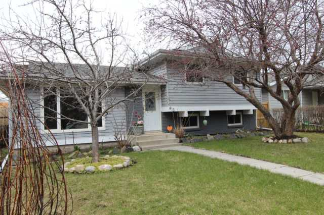 413 Albert Street in Airdrie Meadows - split level home