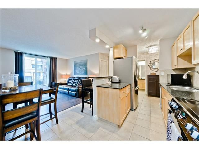 Main Photo: 303 823 19 Avenue SW in Calgary: Lower Mount Royal Condo for sale : MLS®# C4086296