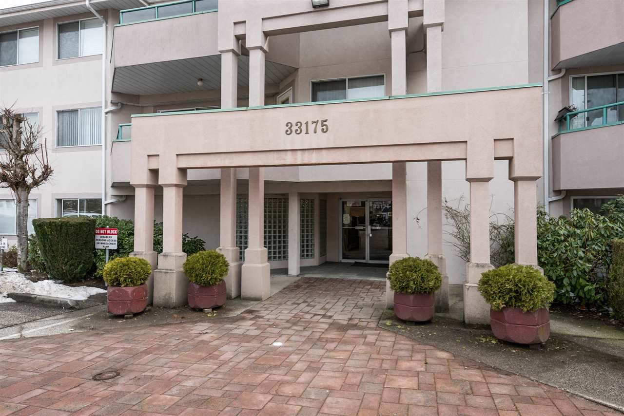 """Main Photo: 219 33175 OLD YALE Road in Abbotsford: Central Abbotsford Condo for sale in """"Sommerset Ridge"""" : MLS®# R2138933"""