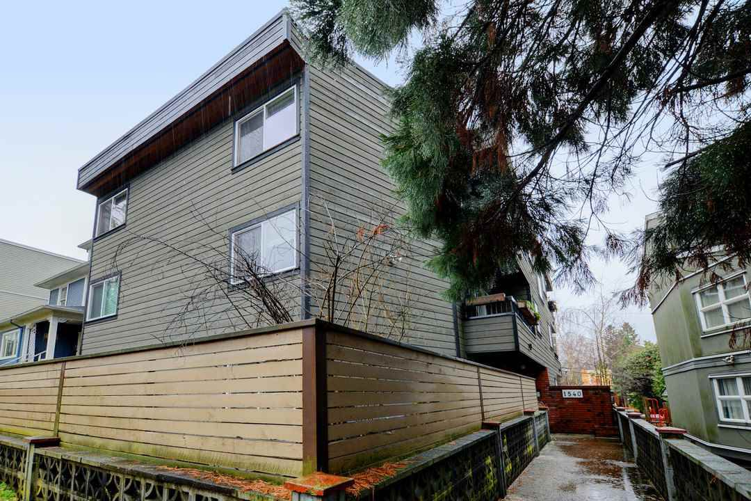 """Main Photo: 309 1540 E 4TH Avenue in Vancouver: Grandview VE Condo for sale in """"THE WOODLAND"""" (Vancouver East)  : MLS®# R2338019"""