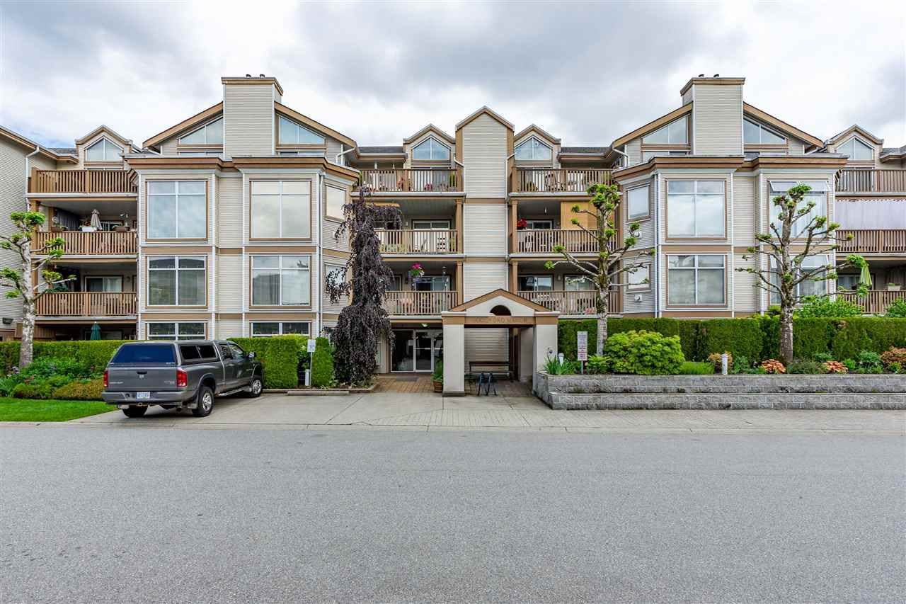 """Main Photo: 404 19131 FORD Road in Pitt Meadows: Central Meadows Condo for sale in """"WOODFORD MANOR"""" : MLS®# R2372445"""