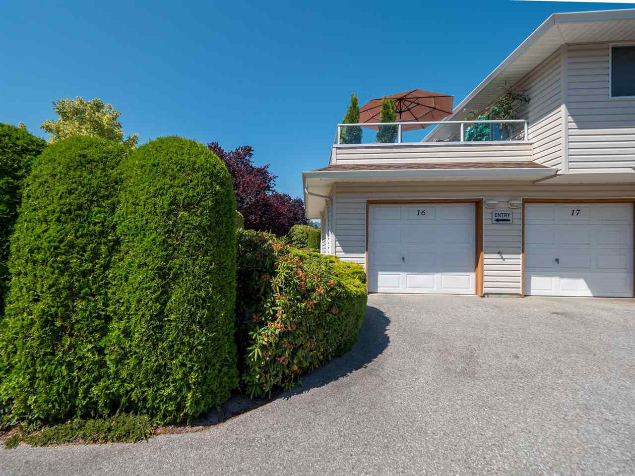 """Main Photo: 16 5630 TRAIL Avenue in Sechelt: Sechelt District Townhouse for sale in """"HIGHPOINT"""" (Sunshine Coast)  : MLS®# R2382780"""