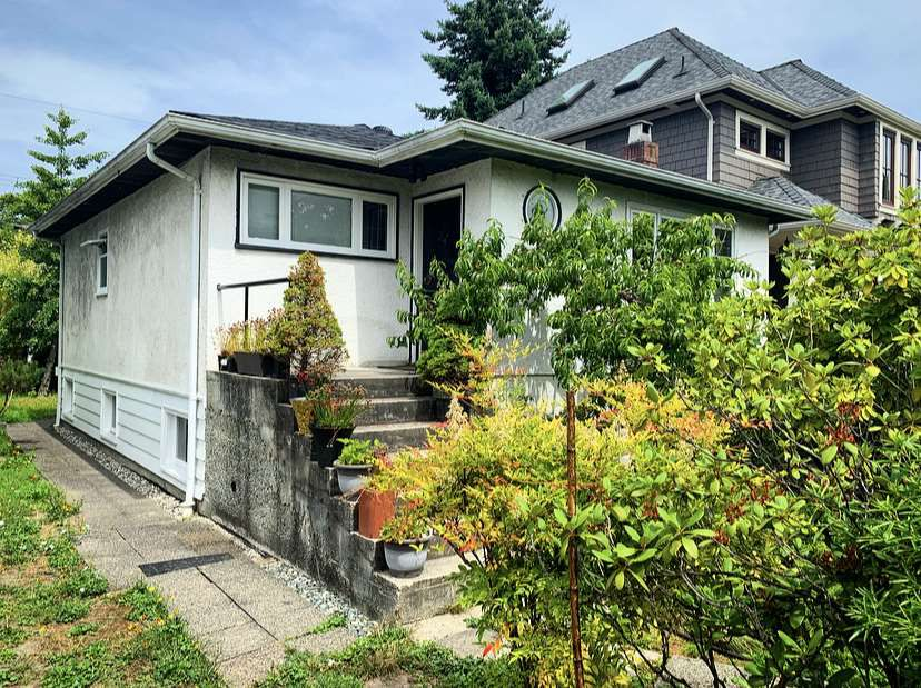 "Main Photo: 3123 W 16TH Avenue in Vancouver: Kitsilano House for sale in ""KITSILANO"" (Vancouver West)  : MLS®# R2387103"