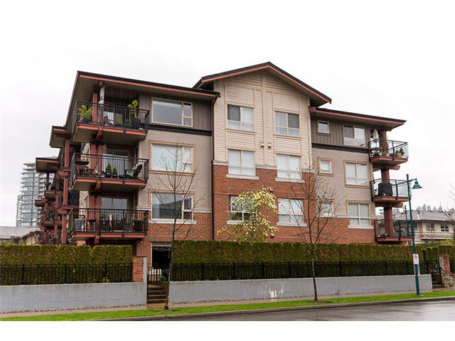 Main Photo: 111 200 KLAHANIE Drive in Port Moody: Port Moody Centre Condo for sale : MLS®# V1003995
