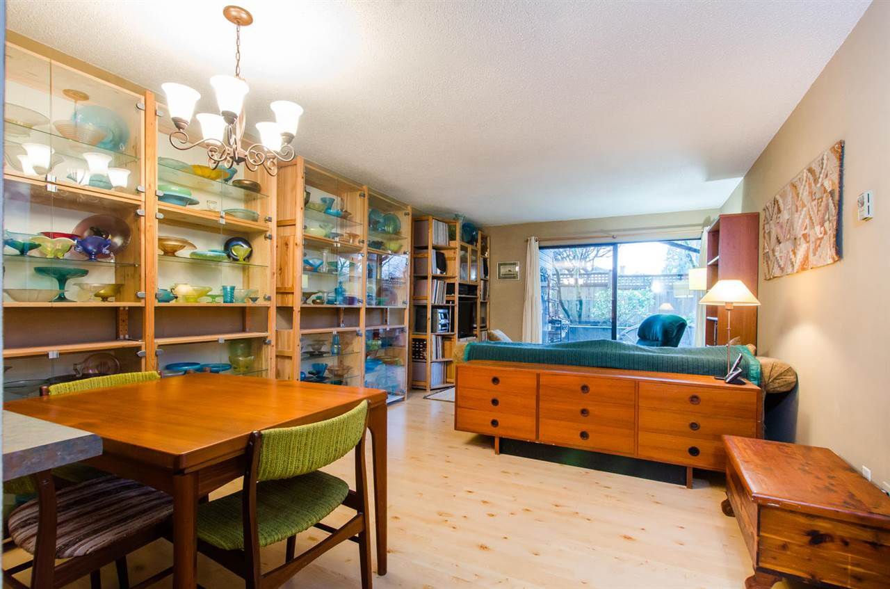 "Main Photo: 112 1990 W 6TH Avenue in Vancouver: Kitsilano Condo for sale in ""Mapleview Place"" (Vancouver West)  : MLS®# R2023679"