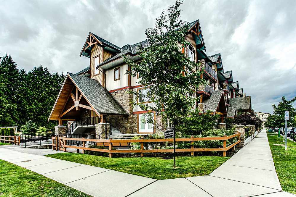 """Main Photo: 203 12525 190A Street in Pitt Meadows: Mid Meadows Condo for sale in """"CEDAR DOWNS"""" : MLS®# R2088395"""