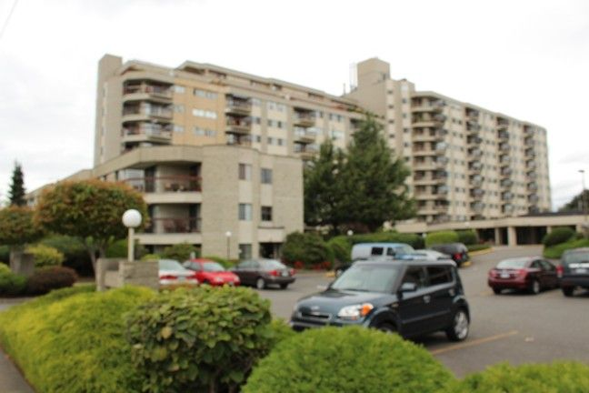 """Main Photo: 209 31955 OLD YALE Road in Abbotsford: Abbotsford West Condo for sale in """"EVERGREEN VILLAGE"""" : MLS®# R2106917"""