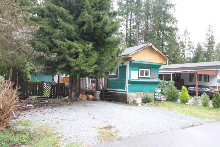 "Main Photo: 33 23325 CALVIN Crescent in Maple Ridge: East Central Manufactured Home for sale in ""GARIBALDI MOBILE HOME PARK"" : MLS®# R2122203"