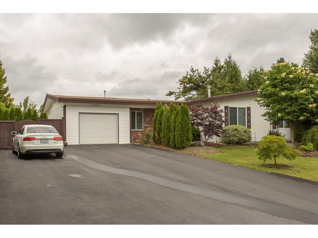"Main Photo: 32631 BEVAN Avenue in Abbotsford: Abbotsford West House for sale in ""MILL LAKE AREA"" : MLS®# R2178246"