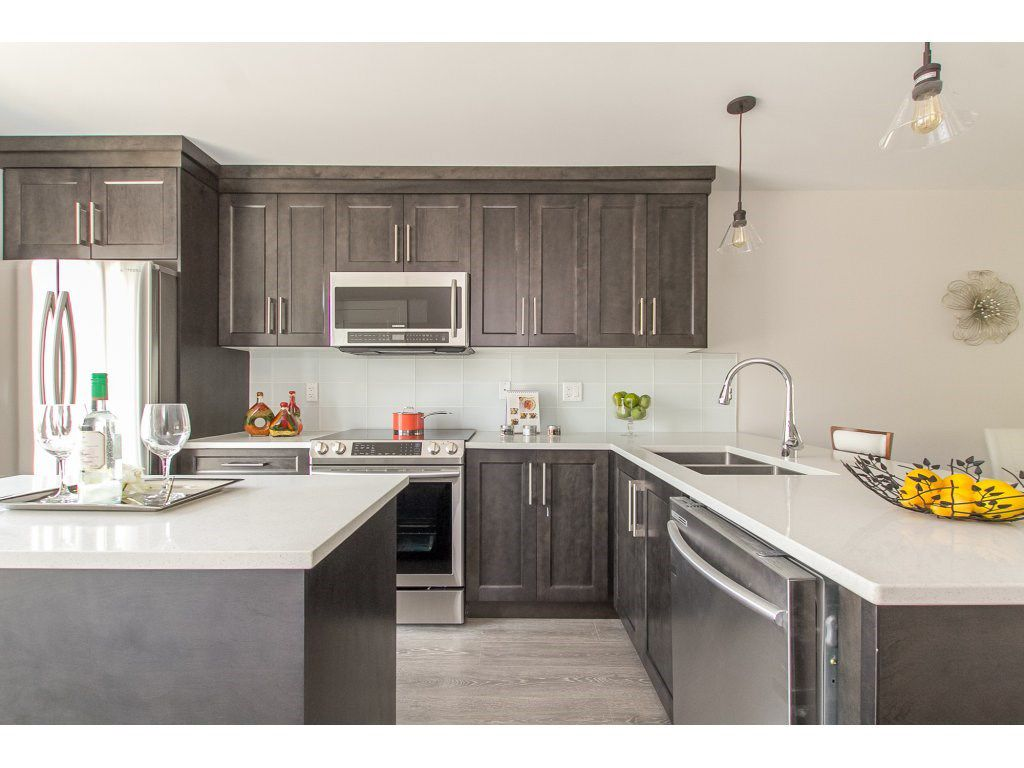 Main Photo: 5 32138 GEORGE FERGUSON Way in Abbotsford: Central Abbotsford Townhouse for sale : MLS®# R2189762