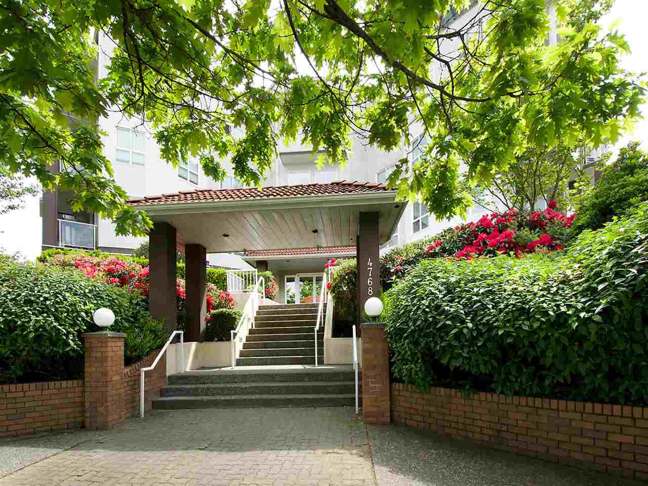 "Main Photo: 205 4768 53 Street in Delta: Delta Manor Condo for sale in ""SUNNINGDALE4"" (Ladner)  : MLS®# R2250385"