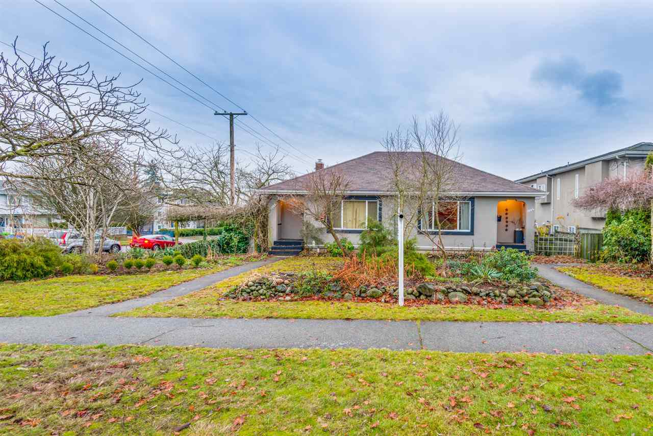 Main Photo: 1302 HAMILTON Street in New Westminster: West End NW House for sale : MLS®# R2258530