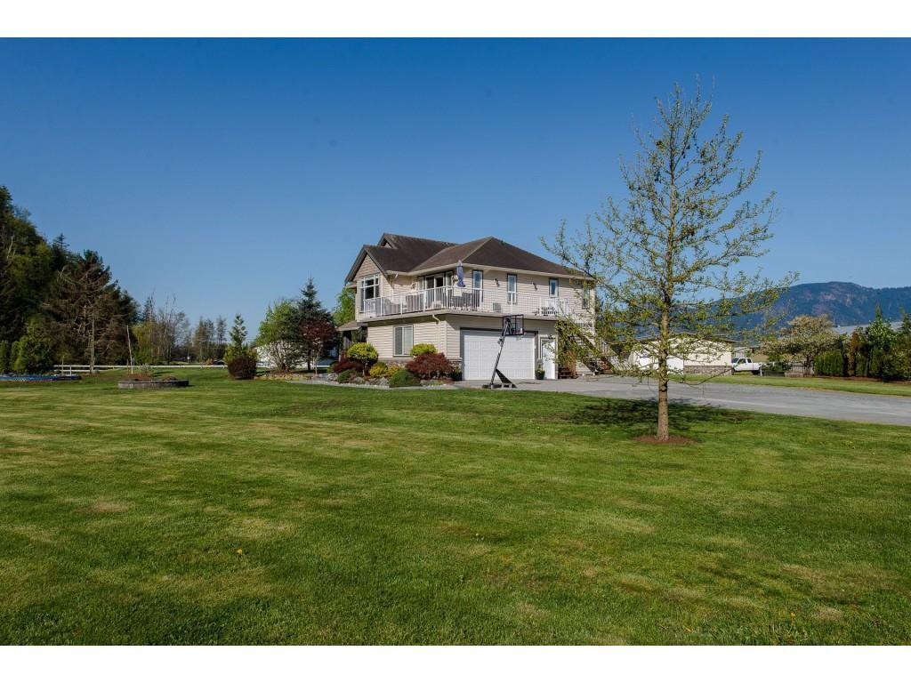 Main Photo: 43057 VEDDER MOUNTAIN Road: Yarrow House for sale : MLS®# R2262378