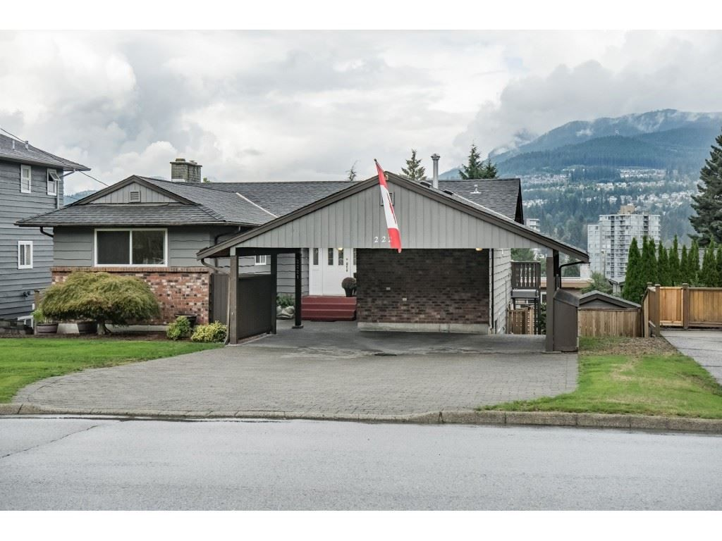 Main Photo: 2221 BROOKMOUNT Drive in Port Moody: Port Moody Centre House for sale : MLS®# R2306453