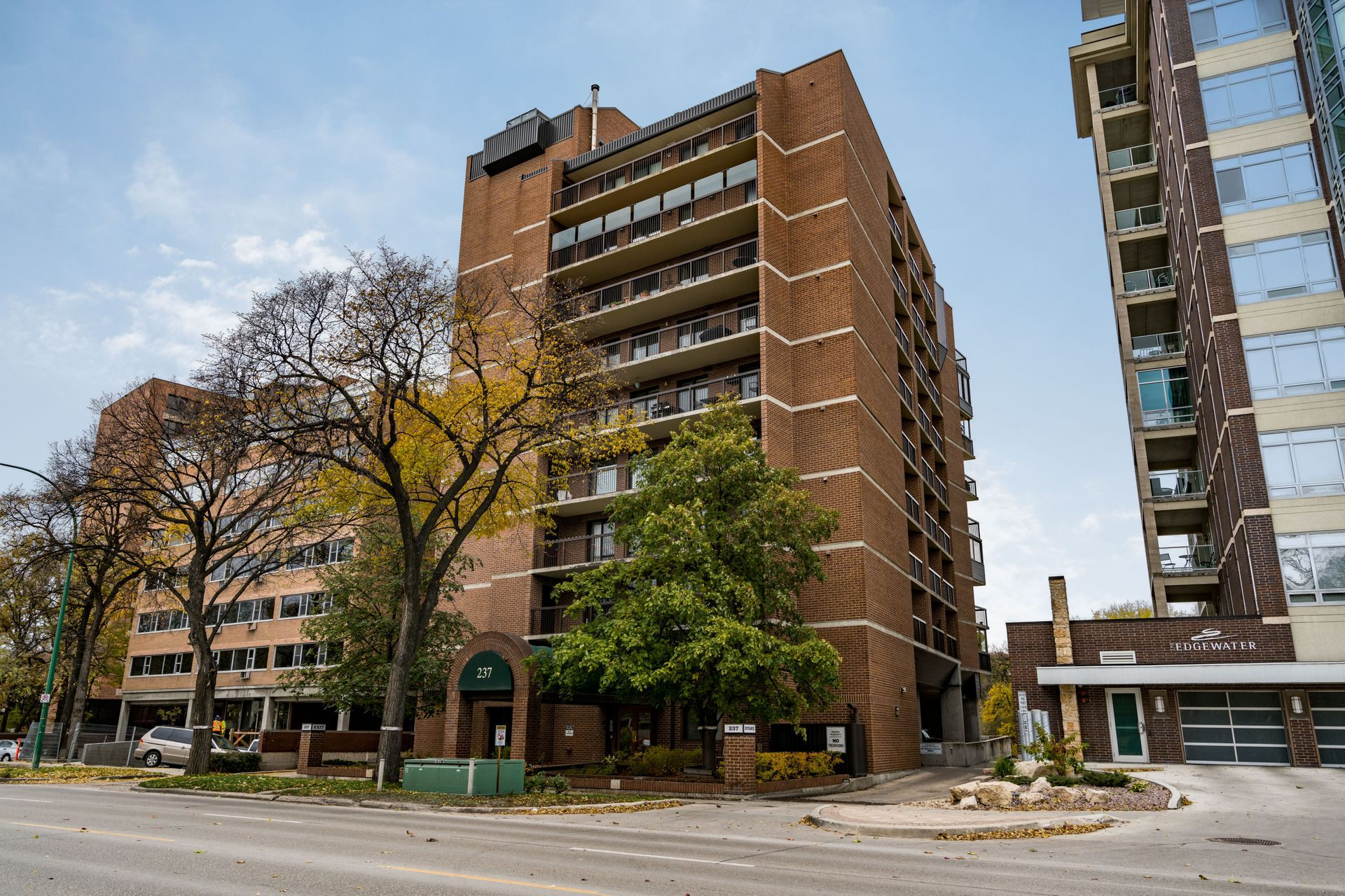 Main Photo: 201 237 Wellington Crescent in Winnipeg: Condominium for sale (1B)  : MLS®# 1827529