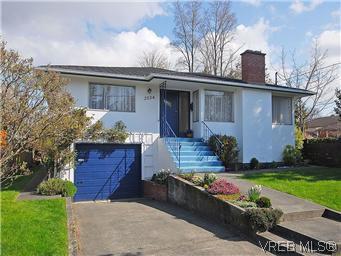 Main Photo: 2034 Haultain Street in VICTORIA: OB Henderson Single Family Detached for sale (Oak Bay)  : MLS®# 292042