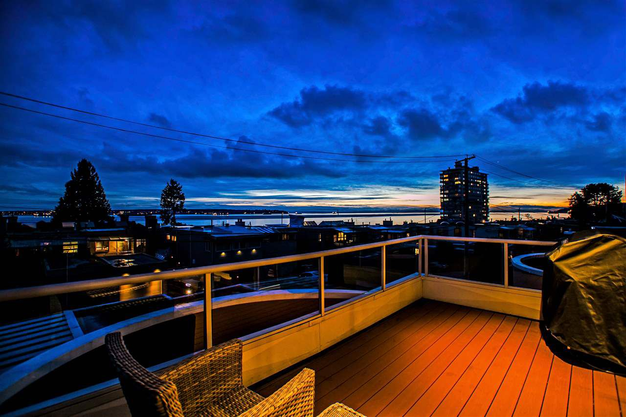 Main Photo: 2316 MARINE Drive in West Vancouver: Dundarave House 1/2 Duplex for sale : MLS®# R2032480