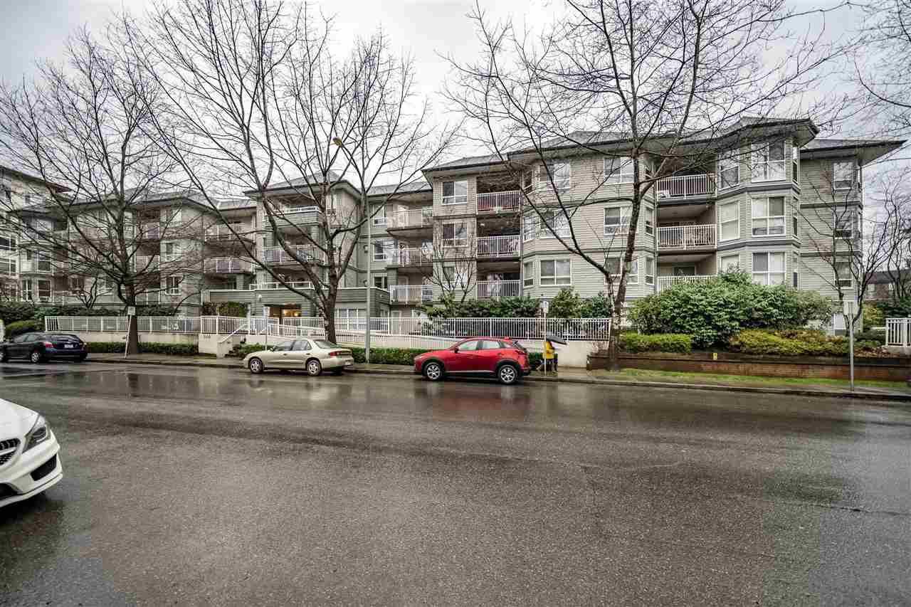 "Main Photo: 405 2439 WILSON Avenue in Port Coquitlam: Central Pt Coquitlam Condo for sale in ""AVEBURY POINT"" : MLS®# R2338060"