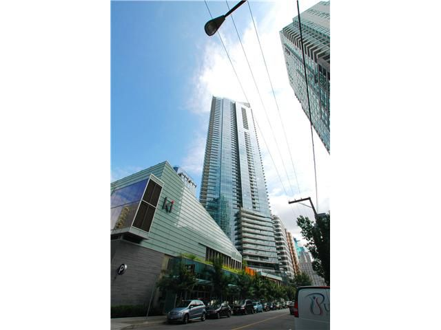 """Main Photo: 2302 1111 ALBERNI Street in Vancouver: West End VW Condo for sale in """"SHANGRI-LA"""" (Vancouver West)  : MLS®# V903708"""
