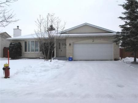 Main Photo: 35 JEFFREY CR in Winnipeg: Residential for sale (Canada)  : MLS®# 2919970