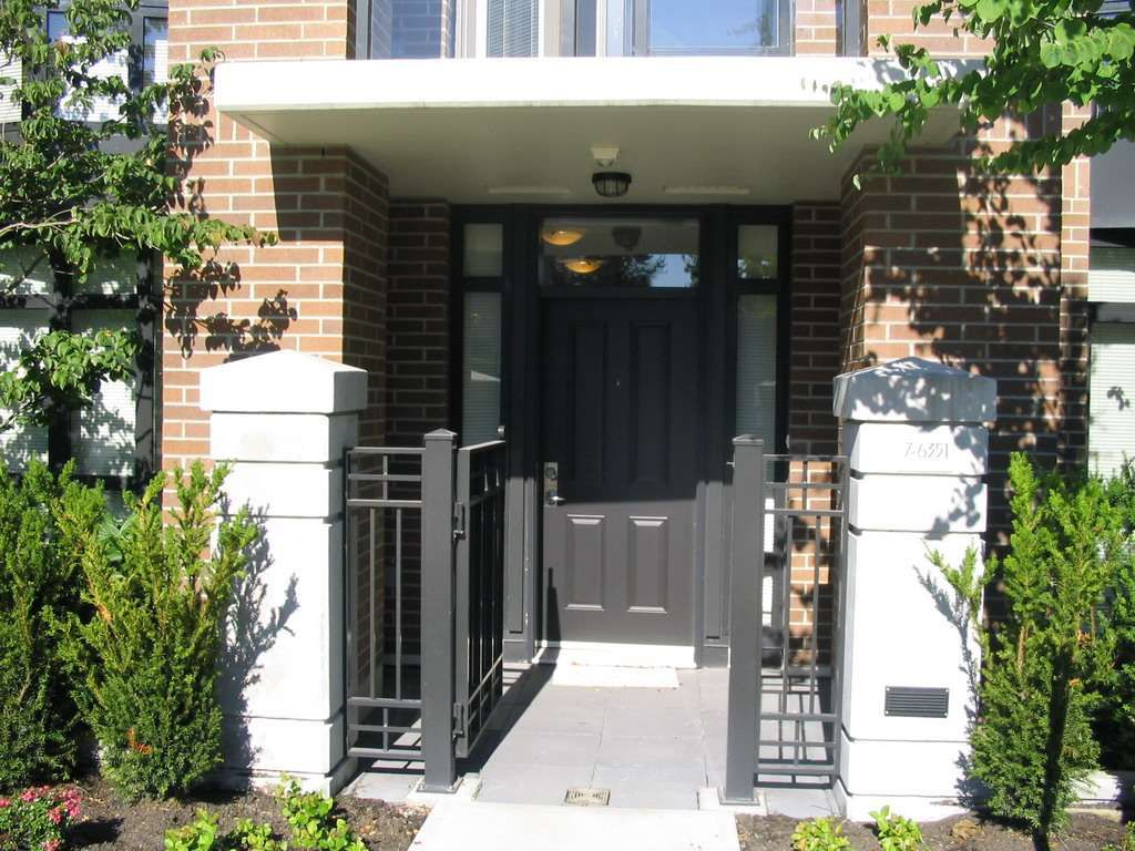 "Main Photo: 8 6351 BUSWELL Street in Richmond: Brighouse Townhouse for sale in ""Emporio"" : MLS®# R2126761"