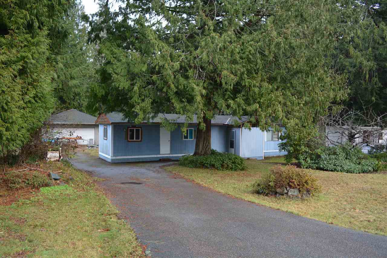 Main Photo: 5608 WAKEFIELD Road in Sechelt: Sechelt District Manufactured Home for sale (Sunshine Coast)  : MLS®# R2129740