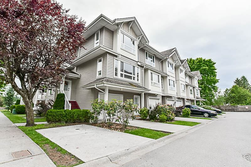 Main Photo: 12 5255 201A STREET in Langley: Langley City Townhouse for sale : MLS®# R2174098