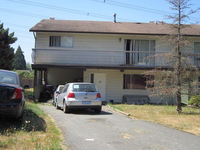 Main Photo: 6295 SUNDANCE Drive in Surrey: Cloverdale BC House 1/2 Duplex for sale (Cloverdale)  : MLS®# R2296791