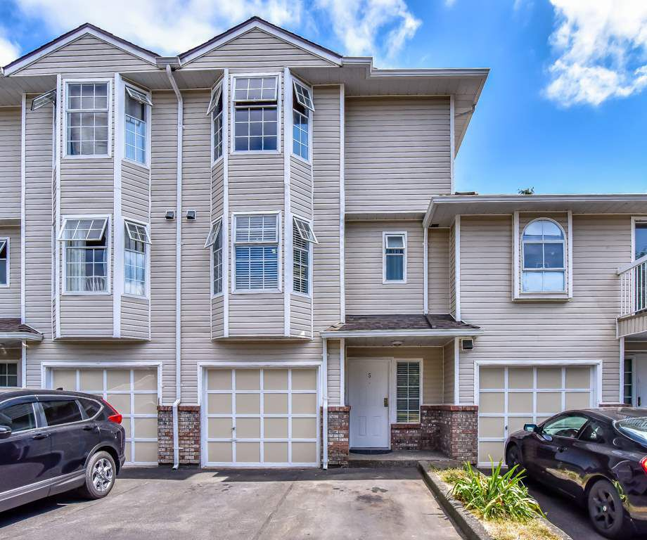 """Main Photo: 5 13942 72 Avenue in Surrey: East Newton Townhouse for sale in """"Upton Place"""" : MLS®# R2308715"""