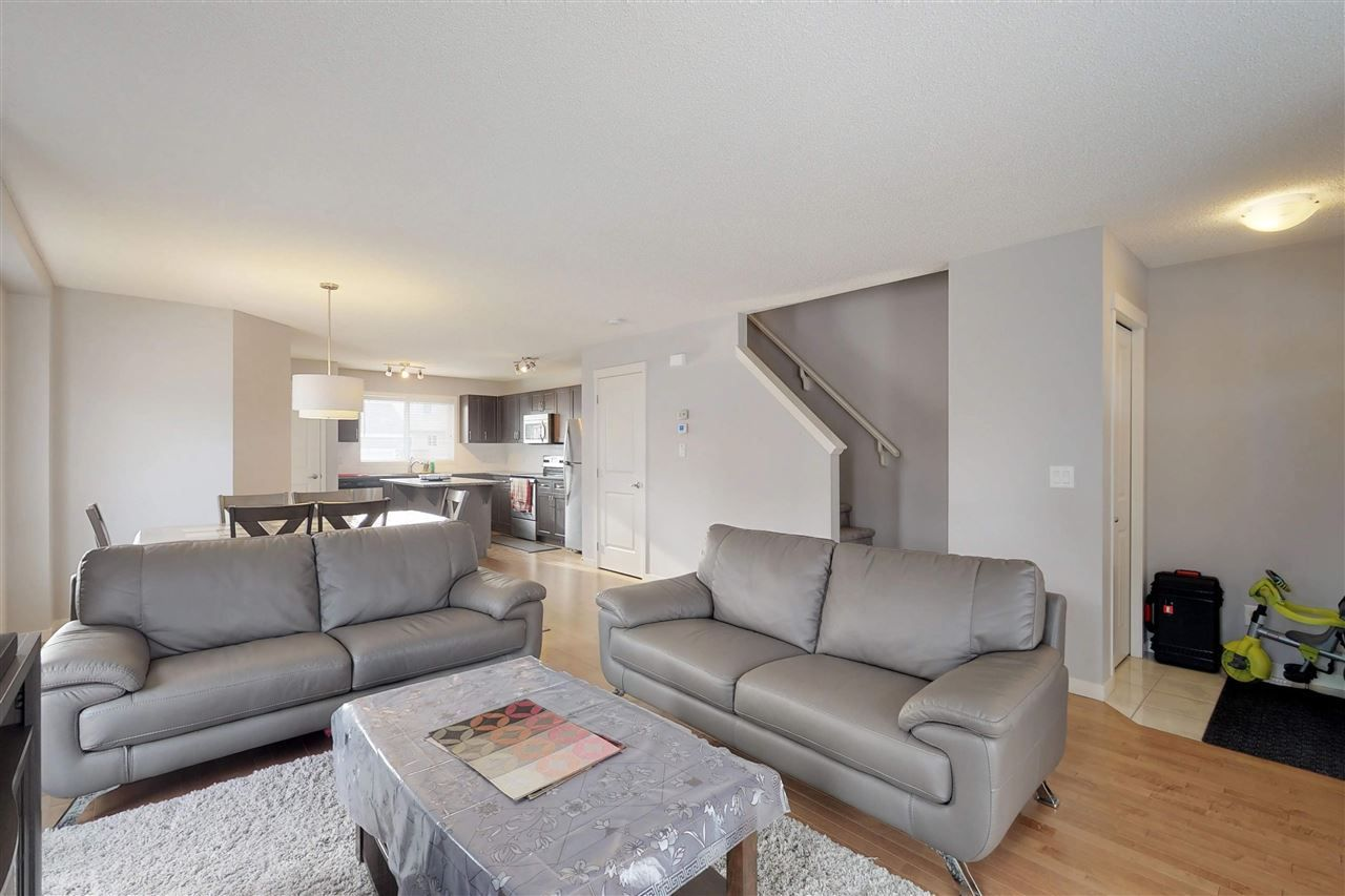 Photo 2: Photos: 5203 20 Ave in Edmonton: Zone 53 House Half Duplex for sale : MLS®# E4136572