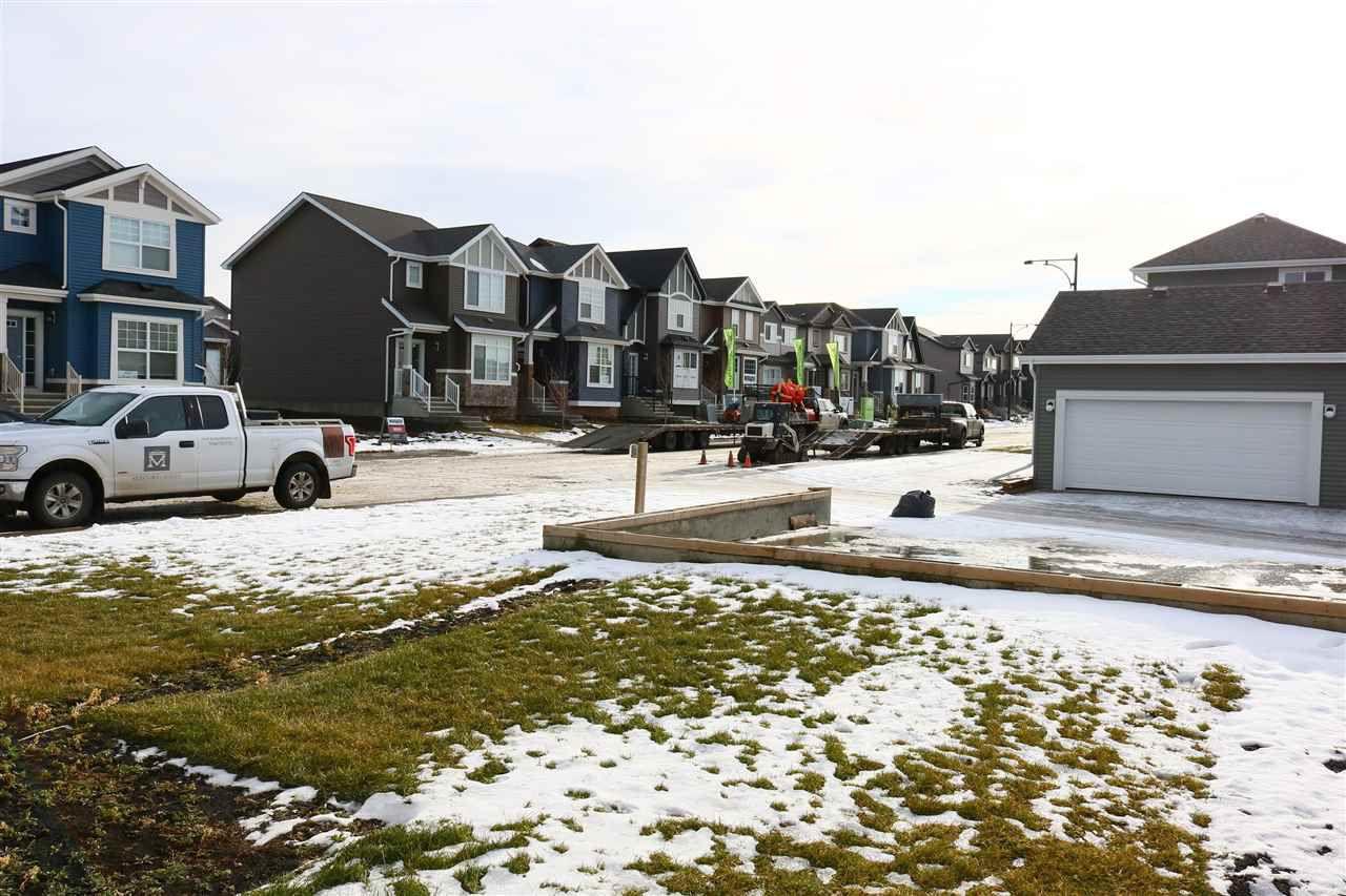 Photo 18: Photos: 5203 20 Ave in Edmonton: Zone 53 House Half Duplex for sale : MLS®# E4136572