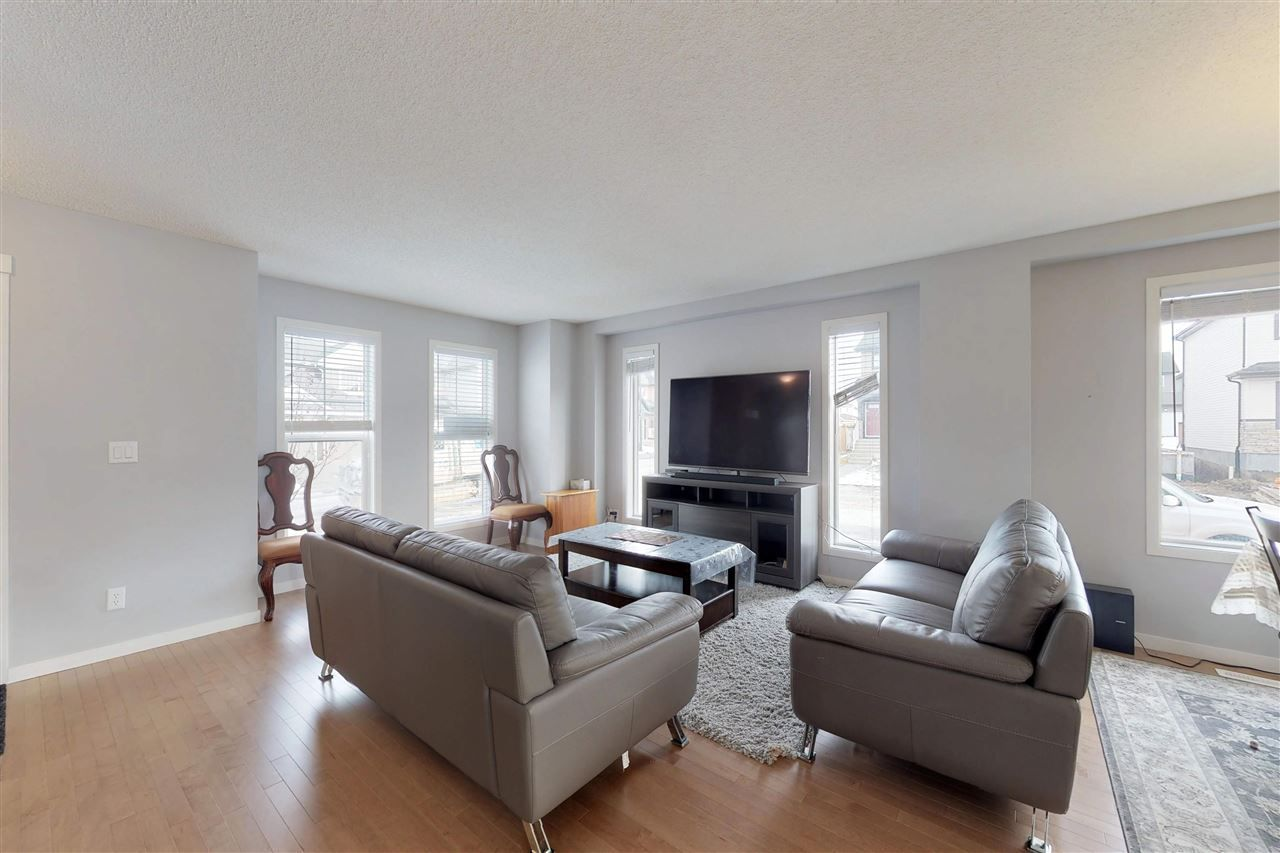 Photo 13: Photos: 5203 20 Ave in Edmonton: Zone 53 House Half Duplex for sale : MLS®# E4136572