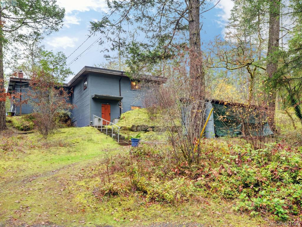 Main Photo: 305 W Viaduct Avenue in VICTORIA: SW Prospect Lake Single Family Detached for sale (Saanich West)  : MLS®# 401980