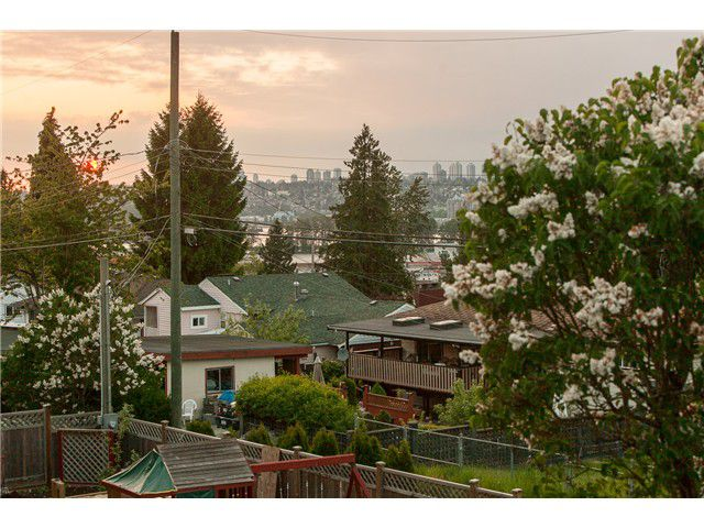 """Main Photo: 11865 99A Avenue in Surrey: Royal Heights House for sale in """"ROYAL HEIGHTS"""" (North Surrey)  : MLS®# F1440735"""