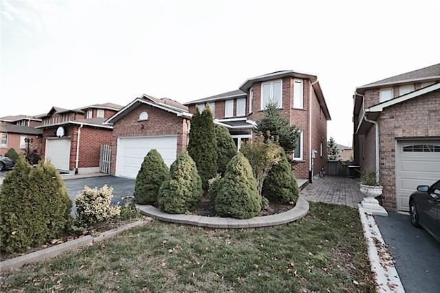 Main Photo: Marie Commisso 33 Dicarlo Drive in Vaughan: Maple House for sale : MLS # N3645405