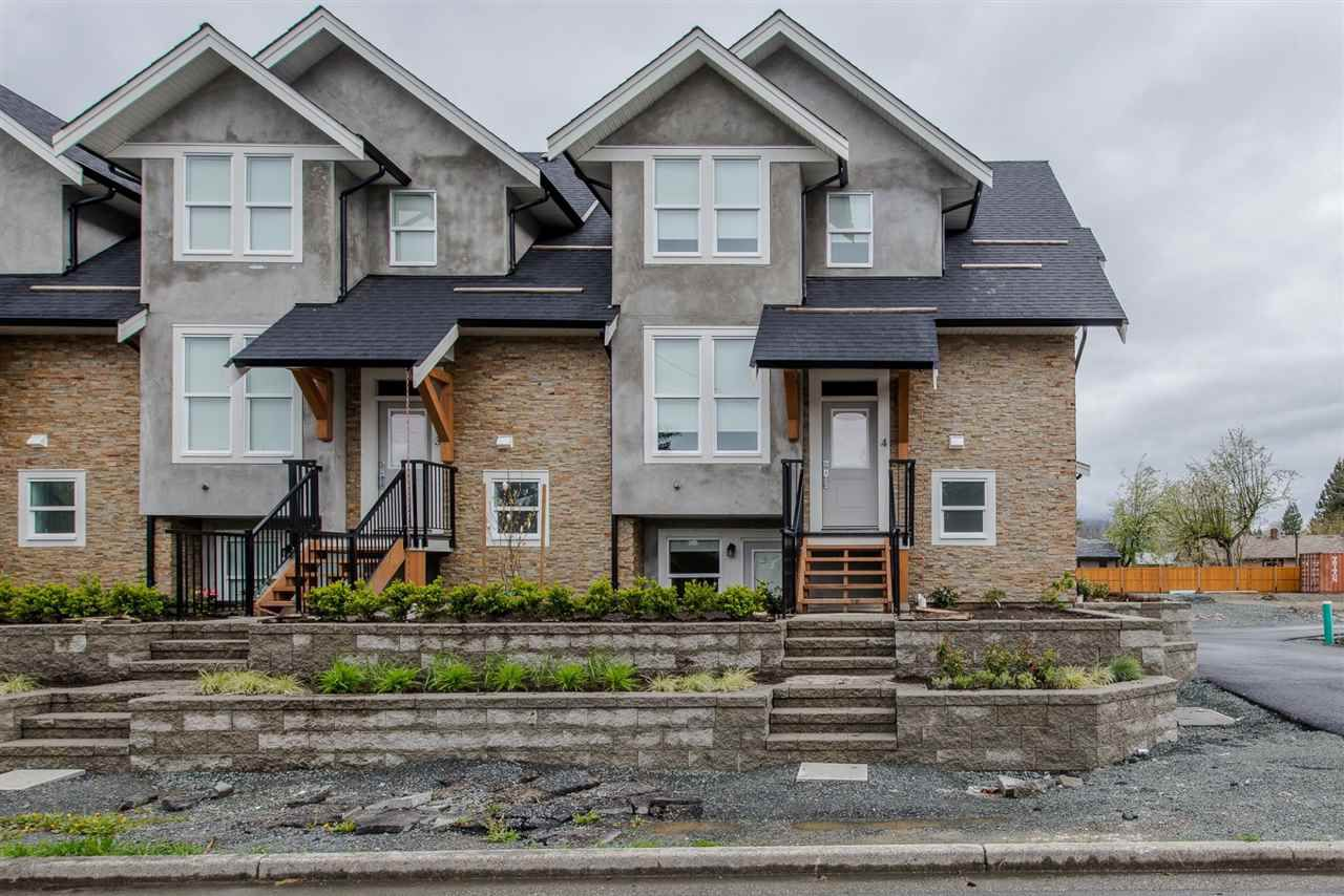"""Main Photo: 3 45455 SPADINA Avenue in Chilliwack: Chilliwack W Young-Well Townhouse for sale in """"Spadina Gardens"""" : MLS®# R2160703"""