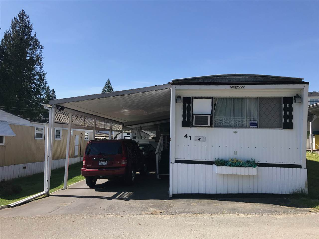 "Main Photo: 41 8190 KING GEORGE Boulevard in Surrey: East Newton Manufactured Home for sale in ""King George"" : MLS®# R2175089"