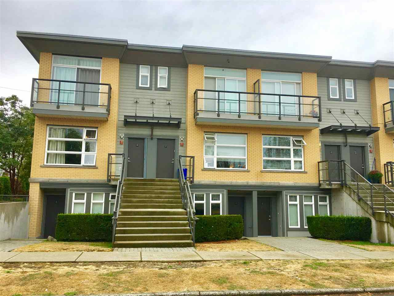 Main Photo: 207 5568 KINGS Road in Vancouver: University VW Townhouse for sale (Vancouver West)  : MLS®# R2206780
