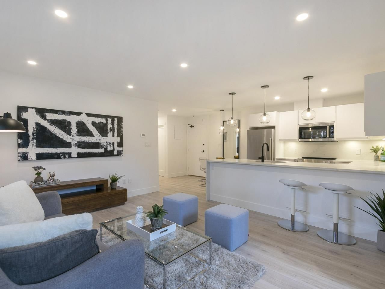 """Main Photo: 205 2320 W 40TH Avenue in Vancouver: Kerrisdale Condo for sale in """"MANOR GARDEN"""" (Vancouver West)  : MLS®# R2269121"""