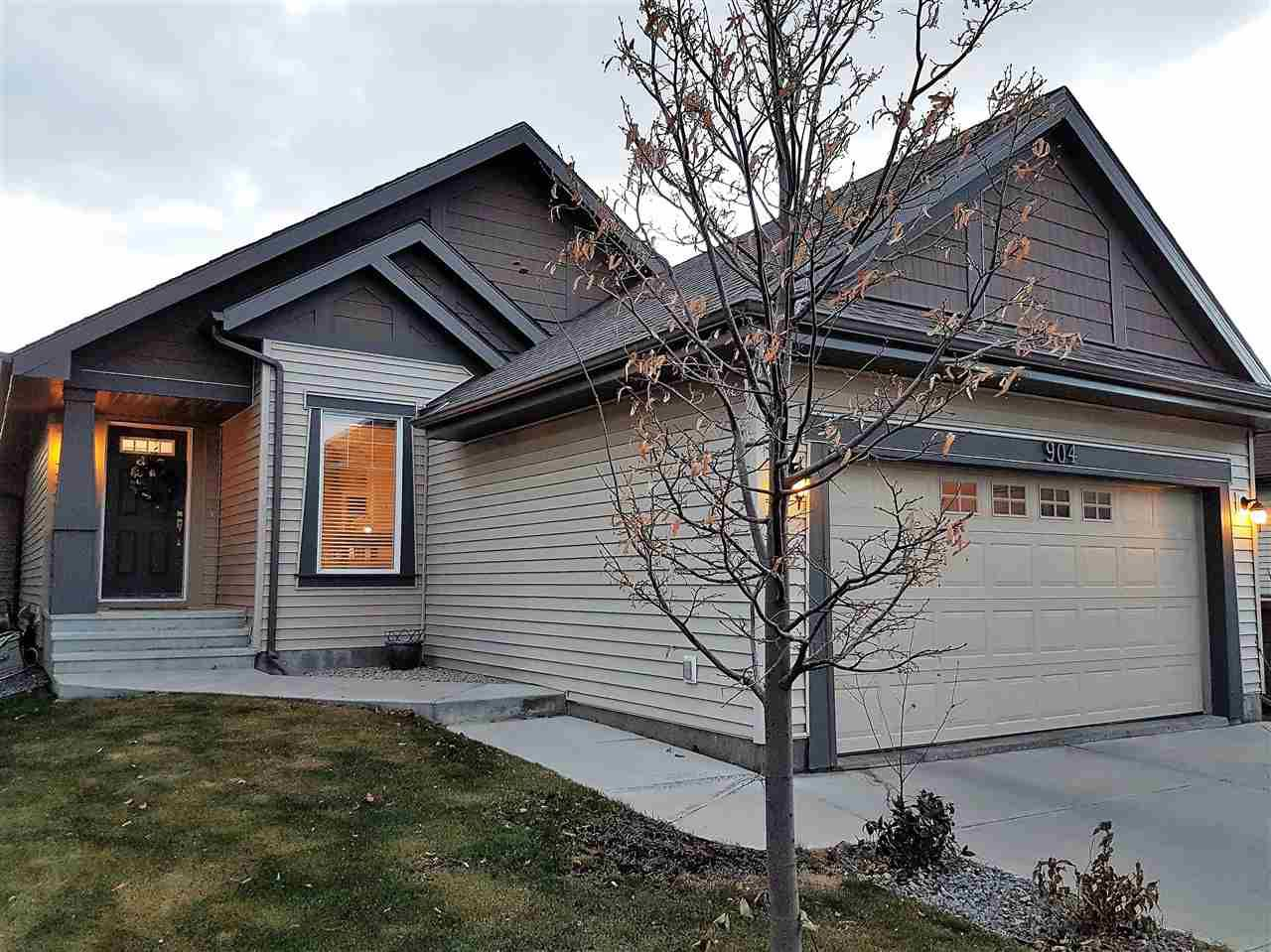 Main Photo: 904 CHAHLEY Crescent in Edmonton: Zone 20 House for sale : MLS®# E4129266