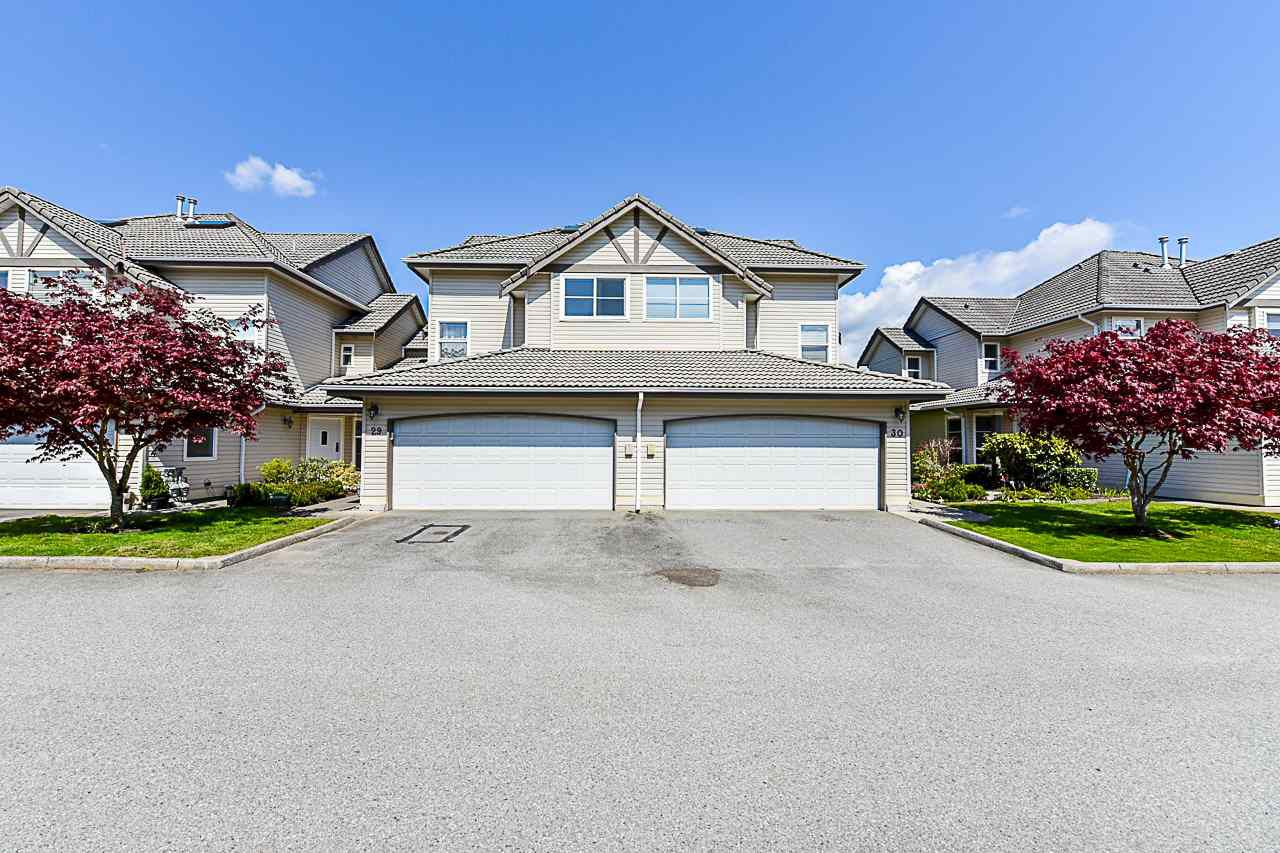 "Main Photo: 29 758 RIVERSIDE Drive in Port Coquitlam: Riverwood Townhouse for sale in ""Riverlane Estates"" : MLS®# R2362640"