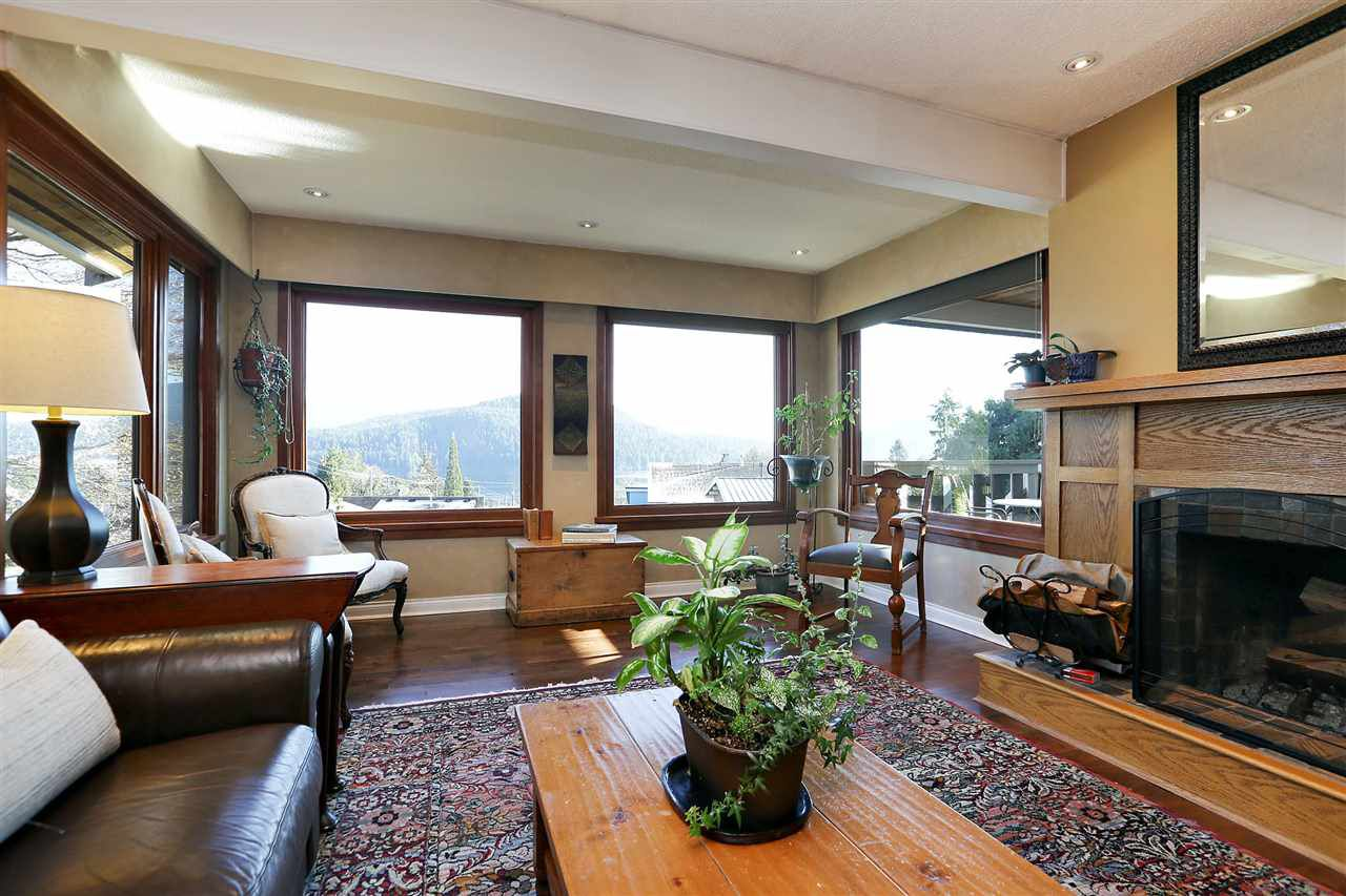 Main Photo: 462 FELTON Road in North Vancouver: Dollarton House for sale : MLS®# R2372242