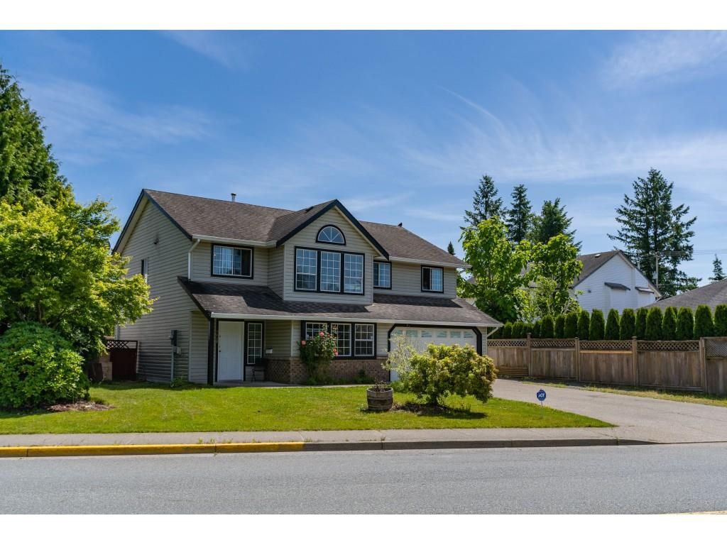 Main Photo: 8428 CADE BARR Street in Mission: Mission BC House for sale : MLS®# R2377209