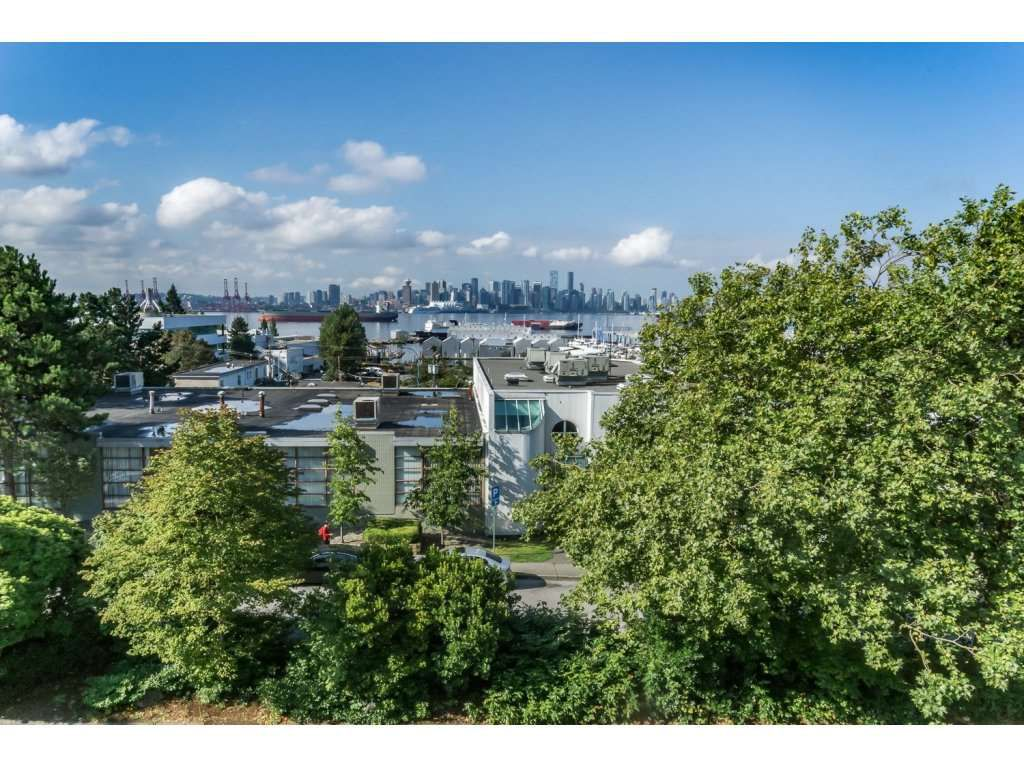305 - 306 W 1st St North Vancouver