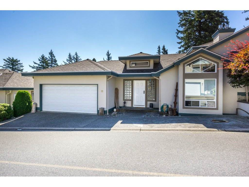 "Main Photo: 19 8590 SUNRISE Drive in Chilliwack: Chilliwack Mountain Townhouse for sale in ""Maple Hills"" : MLS®# R2193379"