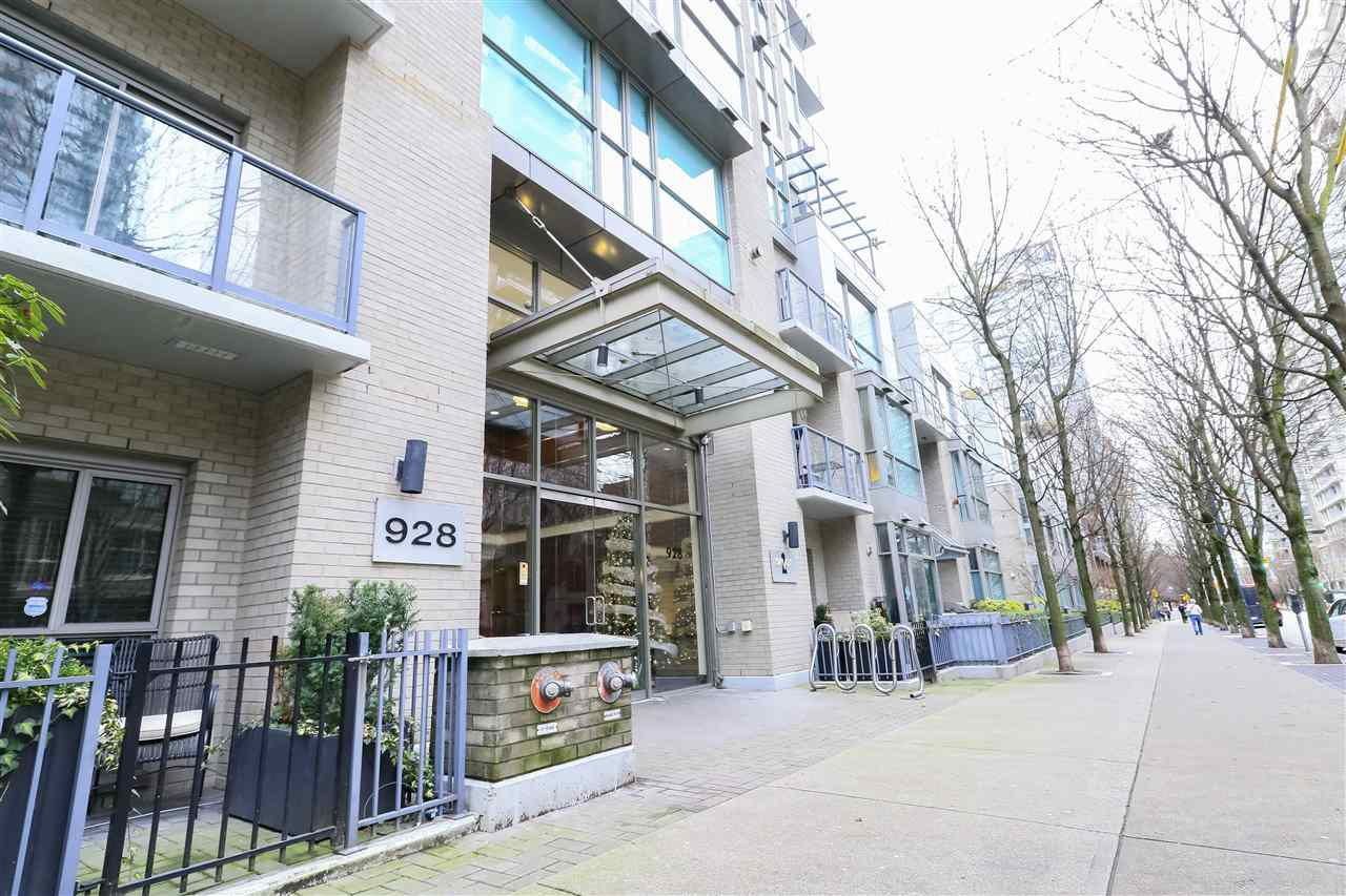 Main Photo: 2407 928 RICHARDS Street in Vancouver: Yaletown Condo for sale (Vancouver West)  : MLS®# R2327706